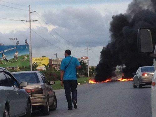 Photo: Fiery protest at Beetham Gardens. (Courtesy Anonymous Motorist)