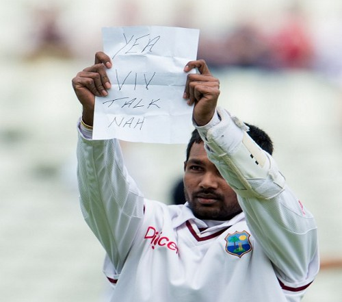 Photo: West Indies and Trinidad and Tobago cricketer Denesh Ramdin makes his point to former legend Sir Viv Richards. (Copyright AFP 2014/Andrew Yates)