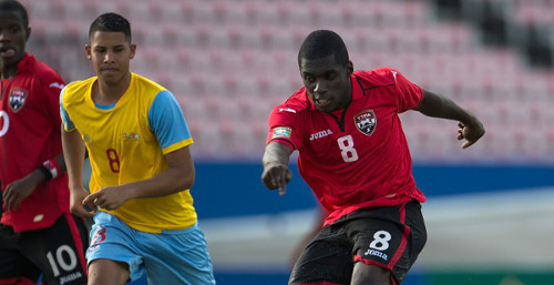 Photo: Trinidad and Tobago midfielder Neveal Hackshaw goes for goal while Aruba player Gregorio Van Der Biezen looks on during the 2015 CONCACAF Under-20 Championships. (Courtesy CONCACAF)