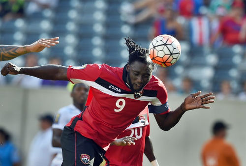 Photo: Trinidad and Tobago forward Kenwyne Jones heads towards goal against Panama in the 2015 CONCACAF Gold Cup. (Copyright Jewel Samad/AFP 2015)