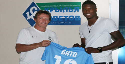 Photo: Trinidad and Tobago defender Sheldon Bateau signs for FC Krylia Sovetov in the Russian top flight.