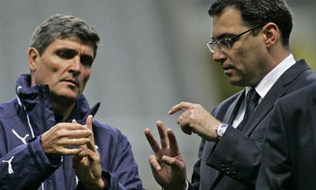 Photo: Former Tottenham coach Juande Ramos (left) tries to figure out the Trinidad Express' online strategy. (Courtesy UK Telegraph)