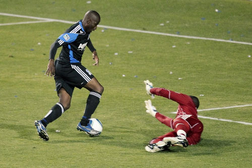 Photo: San Jose Earthquakes striker Cornell Glen dribbles past an opposing goalkeeper during MLS action. (Copyright AFP 2015)