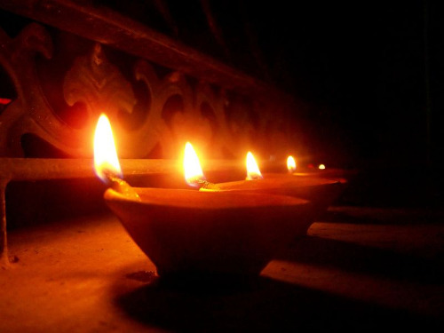 Photo: Hindus light delays for Divali. (Copyright Piyush's Space/Flickr)