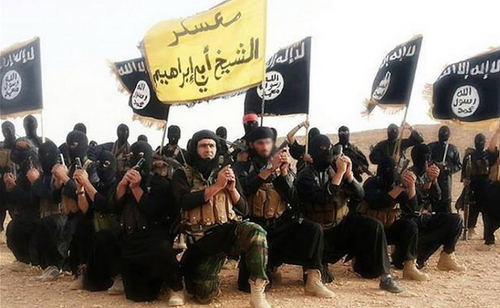 Photo: The ISIS army waves its flags. (Copyright IBTimes)