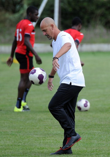 Photo: Trinidad and Tobago head coach Stephen Hart juggles a football during practice before his team's 2016 Copa America play off contest against Haiti. (Copyright AFP 2016)