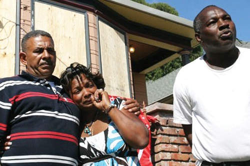 Photo: Tosha Alberty, her husband, four children and two grandchildren were evicted from their Oakland house after First Franklin Mortgage Services, owned by Merrill Lynch and Bank of America, foreclosed on the home in July 2009. Community activists in the Home Defenders campaign of the Association of Community Organizations for Reform Now (ACORN) successfully prevented prior efforts to evict the family, but Alameda County sherriffs surprised the family, put them out, boarded over the windows, and put a padlock on the gate, with no warning. (Copyright David Bacon)