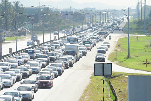 Photo: Vehicular traffic heading into Port of Spain. (Courtesy Nation News)