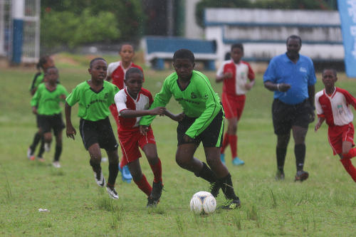 Photo: Action between San Juan Jabloteh (red and white shirts) and La Horquetta XF in the Republic Bank National Youth League Under-12 division on 11 June 2016. (Courtesy Chevaughn Christopher/All Sport)