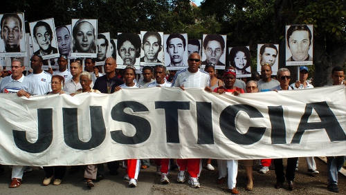 Photo: Cubans protest in memory of the victims of the Cubana Fight 455 disaster.