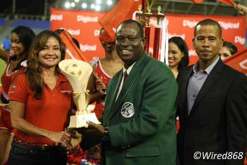 Photo: W Connection coach Stuart Charles-Fevrier (centre) receives his individual Digicel Pro Bowl award while Pro League CEO Dexter Skeene (right) looks on. (Courtesy Wired868)