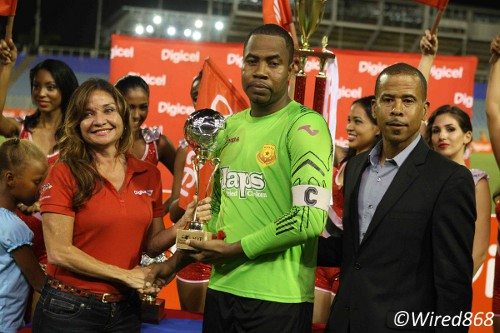 Photo: North East Stars custodian and captain Cleon John (centre) receives his Man of the Match award while Pro League CEO Dexter Skeene (right) watches on. (Courtesy Wired868)