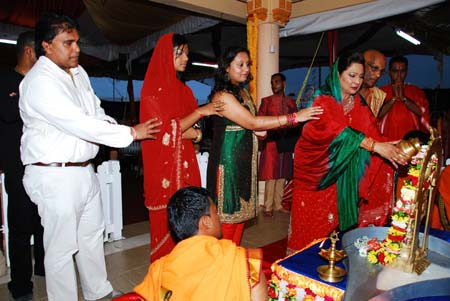 Photo: Housing Minister Roodal Moonilal (far left) and Prime Minister Kamla Persad-Bissessar (far right) at a Hindu temple. Presumably, there were no 'Malas' there.