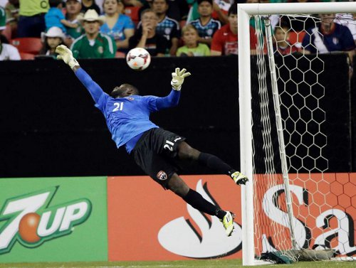 Photo: Trinidad and Tobago goalkeeper Jan-Michael Williams goes full stretch to successfully thwart a Mexican effort at goal. (Courtesy Mysanantonio.com)