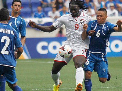 Photo: Soca Warriors Kenwyne Jones takes on the El Salvador defence during Trinidad and Tobago's group opener. (Courtesy FoxSoccer)