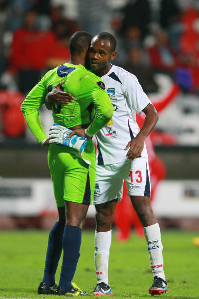 Photo: Caledonia AIA goalscorer Julian Wade (right) hugs goalkeeper Glenroy Samuel after a 3-1 loss away to Toluca. (Courtesy Francisco Estrada/Jam Media)