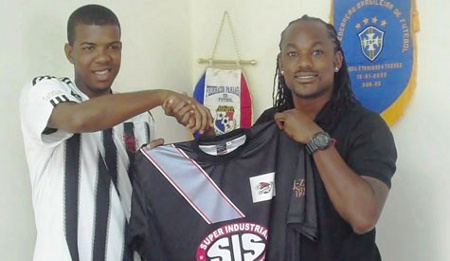 Photo: Central FC managing director Brent Sancho (right) offers a club shirt to Trinidad and Tobago national youth attacker Dwight Quintero. (Courtesy Central FC)