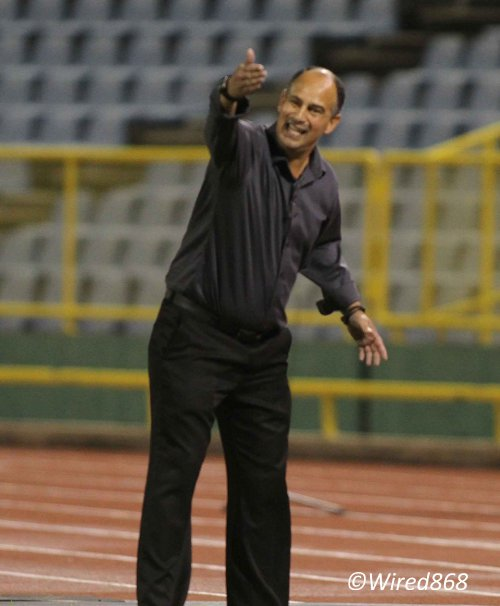 Photo: Trinidad and Tobago head coach Stephen Hart urges his team forward during a goalless draw against New Zealand in Port of Spain. (Courtesy Wired868)