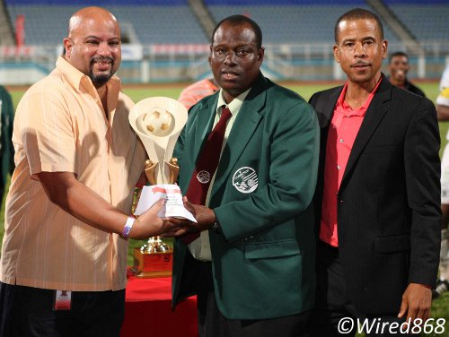 Photo: W Connection coach Stuart Charles-Fevrier (centre) collects another individual award while Pro League CEO Dexter Skeene (right) looks on. (Courtesy Wired868)