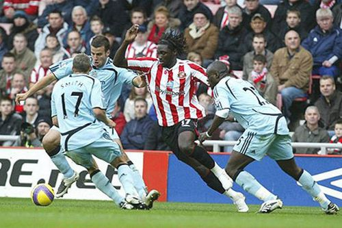 Photo: Kenwyne Jones (centre) plays his way through an army of opposing defenders while at Sunderland.