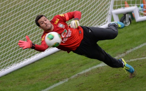 Photo: Brazil number one, Julio Cesar, during a training session at the 2013 Confederations Cup. (Courtesy Vanderlei Almeida/ AFP)