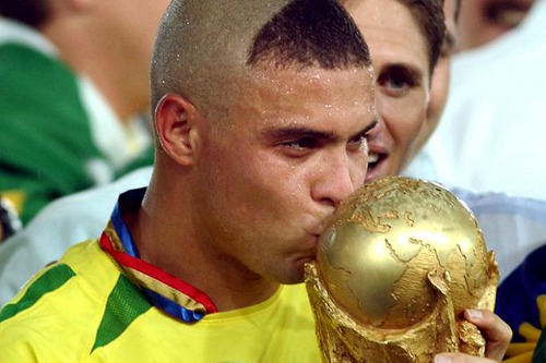 Photo: The last Mohican? Brazil legend Ronaldo gets intimate with the 2002 World Cup trophy.