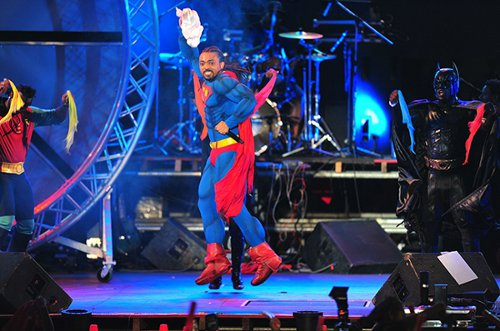 Photo: Soca star Machel Montano inadvertently admitted that  soca is in super trouble. (Courtesy Etceterabuzz)