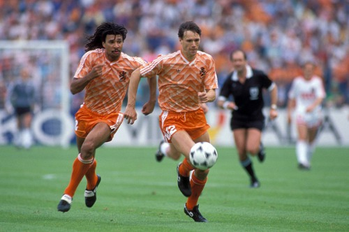 Photo: Former Holland legends Marco Van Basten (right) and Ruud Gullit attack in tandem.