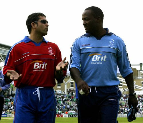 Photo: Former cricket legends Brian Lara (right) and Sachin Tendulkar. (Copyright AFP 2014/Alessandro Abbonizio)