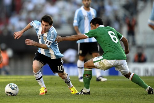 Photo: Argentina captain Lionel Messi (left) gets away from Bolivia defender Walter Flores during a 2014 World Cup qualifier at the Monumental stadium in Buenos Aires.   (Copyright AFP 2014/Alejandro Pagni)