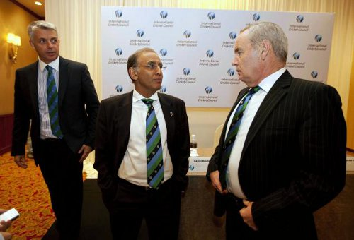 Photo: International Cricket Council (ICC) president Alan Isaac (centre) talks with ex-CEO Haroon Lorgat (right) while present CEO David Richardson looks. (Courtesy Hindu.com)