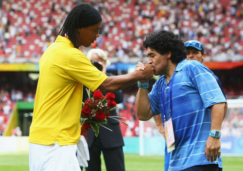 Photo: Argentina legend Diego Maradona (right), arguably the game's best player of all time, pays tribute to Brazil maestro Ronaldinho.