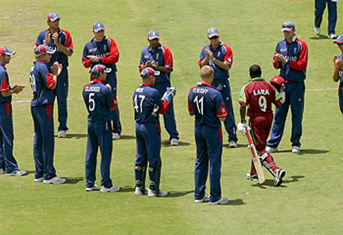 Photo: Former West Indies and Trinidad and Tobago batting legend Brian Lara (right) receives a guard of honour from the England cricket team at the London Oval.
