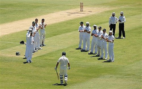 Photo: Former Australia cricket captain Ricky Ponting gets a special greeting from the South African team before his last Test.