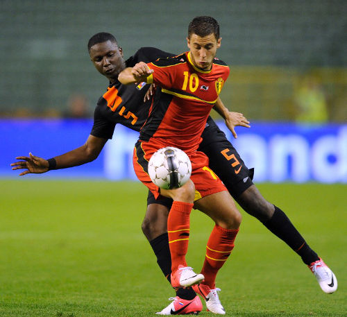 Photo: Belgium attacker Eden Hazard (right) and Netherlands player Jetro Willems fight for the ball during their friendly in Brussels on August 15, 2012.  (Copyright AFP 2014/John Thys)