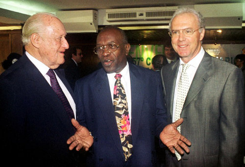 Photo: Ex-TTFA general secretary and CONCACAF president Jack Warner (centre) chats with then FIFA president Joao Havelange (left) and former Germany World Cup coach and captain Franz Beckenbauer. (Copyright AFP 2014)