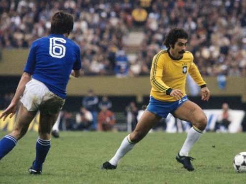 Photo: Former Brazil football icon Rivelino (right) dribbles past an Italian defender during the 1970 World Cup final in Mexico.
