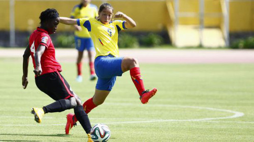 Photo: Trinidad and Tobago defender Rhea Belgrave (left) attempts to clear under pressure from Ecuador striker Gianina Lattanzio. (Courtesy TTFA Media)
