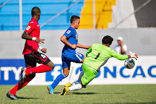 Photo: Trinidad and Tobago National Under-17 goalkeeper Levi Fernandez (right) tries to keep out a Guatemalan attack while defender Tekay Hoyce (left) looks on. Guatemala whipped Trinidad and Tobago 4-1. (Courtesy MexSport/CONCACAF)
