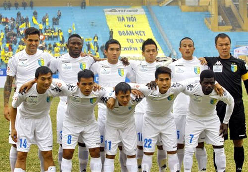 Photo: Trinidad and Tobago midfielder Hughtun Hector (front row, far right) and his Hanoi T&T teammates pose for a photo during the 2014 season.