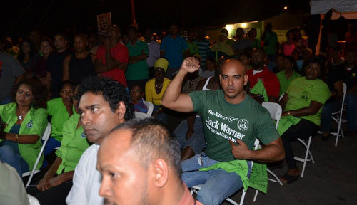 Photo: An ILP supporter declares his allegiance to Jack Warner.