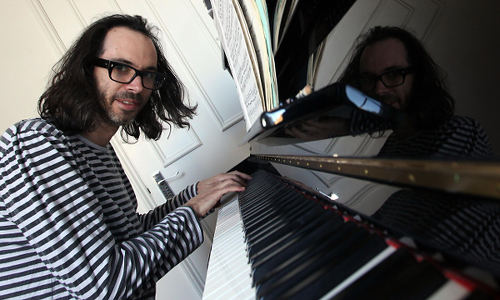 Photo: British pianist James Rhodes. (Copyright UK Guardian)