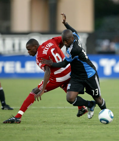 Photo: San Jose Earthquakes striker Cornell Glen (right) outfoxes FC Dallas defender Jackson Goncalves during MLS action on September 11, 2010 in Santa Clara, California. (Copyright Ezra Shaw/AFP 2015)