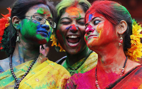 Photo: India women celebrate Phagwa in Calcutta. (Copyright UK Telegraph)