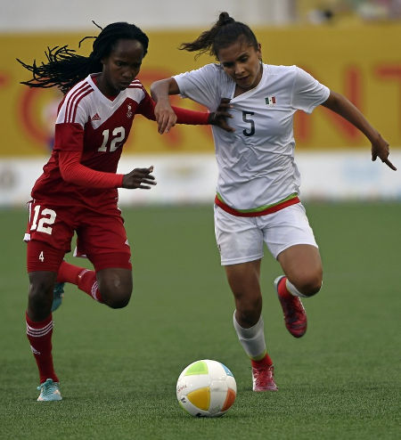 Photo: Trinidad and Tobago winger Ahkeela Mollon (left) holds off Mexico's Valeria Miranda in the Toronto 2015 Pan American Games. (Copyright AFP 2015)