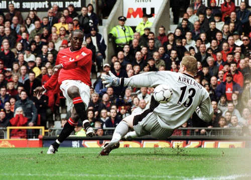 Photo: Trinidad and Tobago striker Dwight Yorke scores for Manchester United against Coventry City on 14 April 2001. (Copyright AFP 2015/Robin Barker)