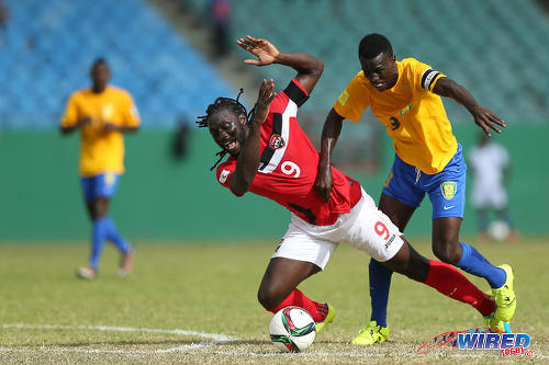 Photo: Trinidad and Tobago captain Kenwyne Jones (left) tussles with St Vincent and the Grenadines captain Roy Richards during Russia 2018 World Cup qualifying action at Arnos Vale on 25 March 2016. Trinidad and Tobago won 3-2. (Courtesy Allan V Crane/CA-images/Wired868)