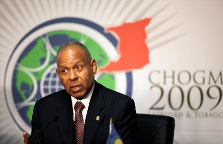 Photo: Former Trinidad and Tobago Prime Minister Patrick Manning attends a news conference at the venue of the Commonwealth Summit in Port-of-Spain on 26 November 2009. (Copyright REUTERS/Jorge Silva)