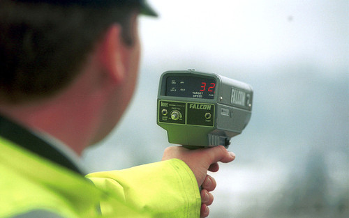 Photo: A British police officer uses a speed gun. (Copyright UK Telegraph)