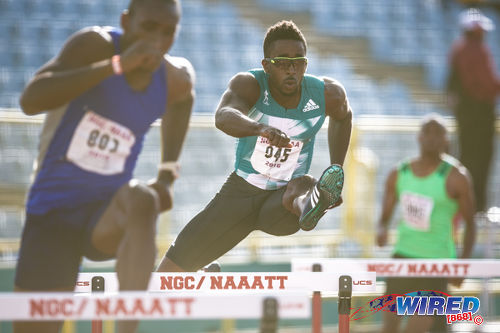 Photo: Jehue Gordon (right) competes at the 2016 NAAA National Open Championships in Memphis Pioneers colours on 26 June 2016 at the Hasely Crawford Stadium in Port of Spain. (Courtesy Allan V Crane/CA Images/Wired868)